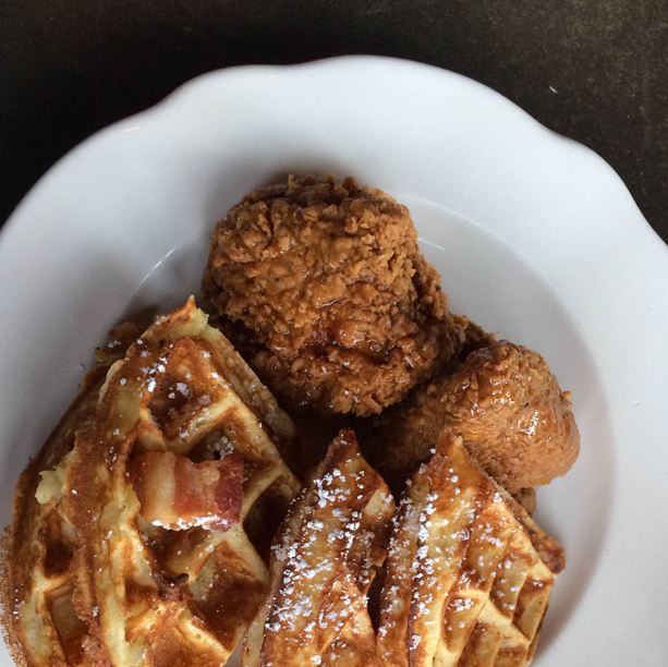 Eatout_sweetchick_chickenwaffles
